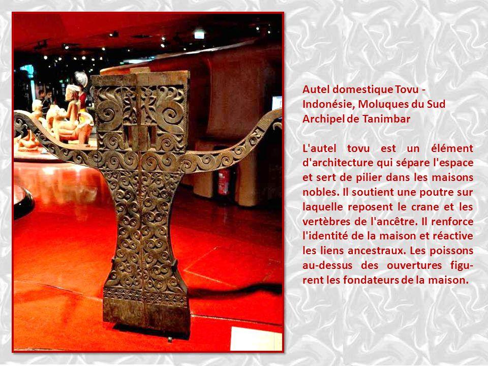 Insulinde – Vénérer ses ancêtres – Effigieancestrale – Indo- nésie, Moluques du Sud, Île Latie, Poteau funéraire -indonésie Ce poteau, de style archaï