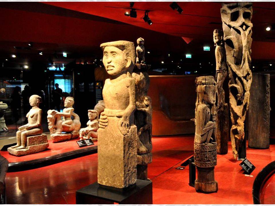 Population Nage, Indonésie, Petites ùIles de la Son de Orientale (bois, porcelaine) Cavalier La Yeda – Ce cavalier était placé près de la petite maiso
