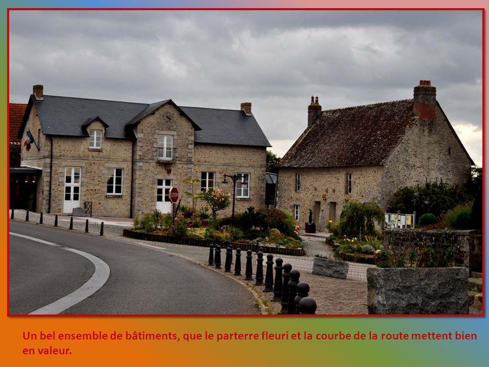 Léglise Saint Martin de Condé sur Sarthe est darchitecture romane et a la particularité davoir été rénovée en partie pendant la période gothique. De c