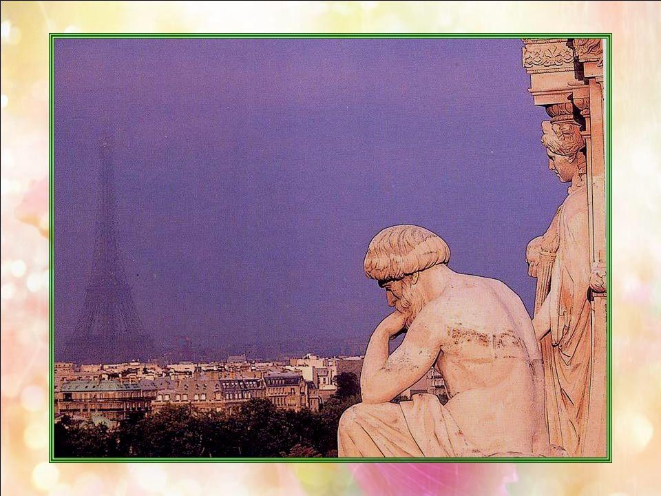 Le Louvre (Paris – 75) Considéré comme le plus grand musée du monde, le Louvre, au cœur de Paris, reflète près de huit siècles darchitecture et dhisto