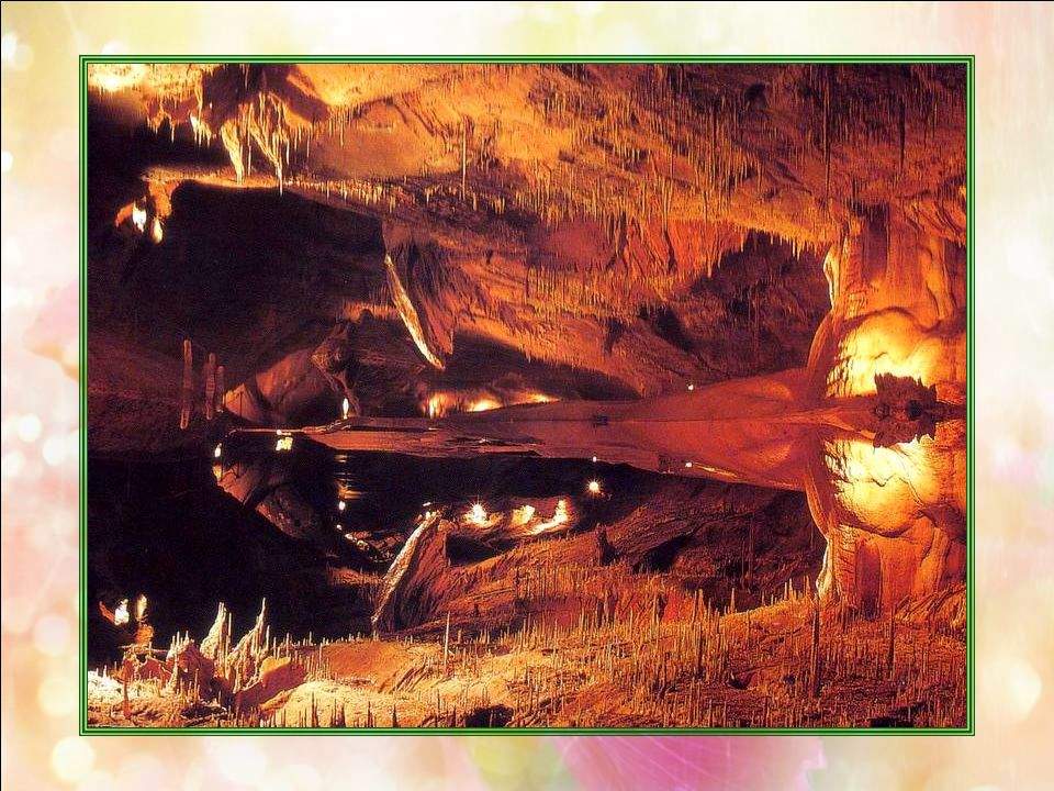 La Grotte de Lacave (Lot – 46) Encore le travail des eaux. Mais sous la terre, cette fois ! La France compte de nombreuses grottes, disséminées sur to