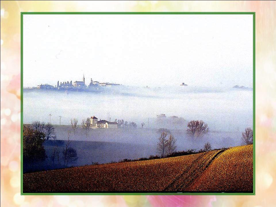 La campagne du Gers (32) Entre Toulouse et Bordeaux, dans le Sud Ouest de la France, le Gers est le coeur de la Gascogne, terre de dArtagnan et des mo