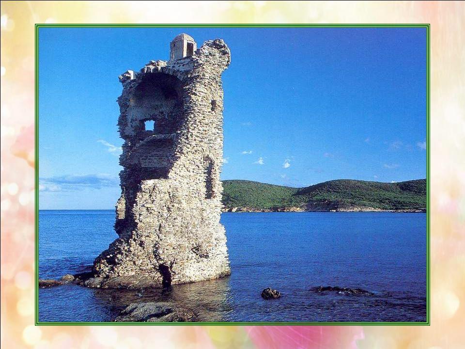 La tour Santa Maria (Haute Corse – 2B) Comme chacun sait, la France est un hexagone à 4 coins : spécialité purement française ! Car, si lon dit souven