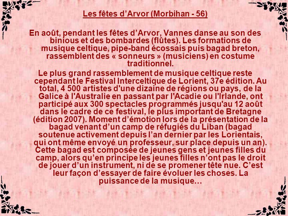 Les fêtes dArvor (Morbihan - 56) En août, pendant les fêtes dArvor, Vannes danse au son des binious et des bombardes (flûtes).