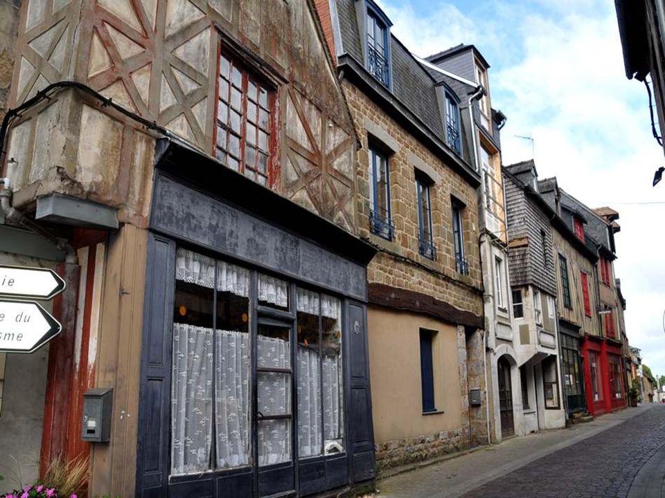 Le Vieux Quartier compte des maisons anciennes pleines de charme, et ayant toutes leur originalité.