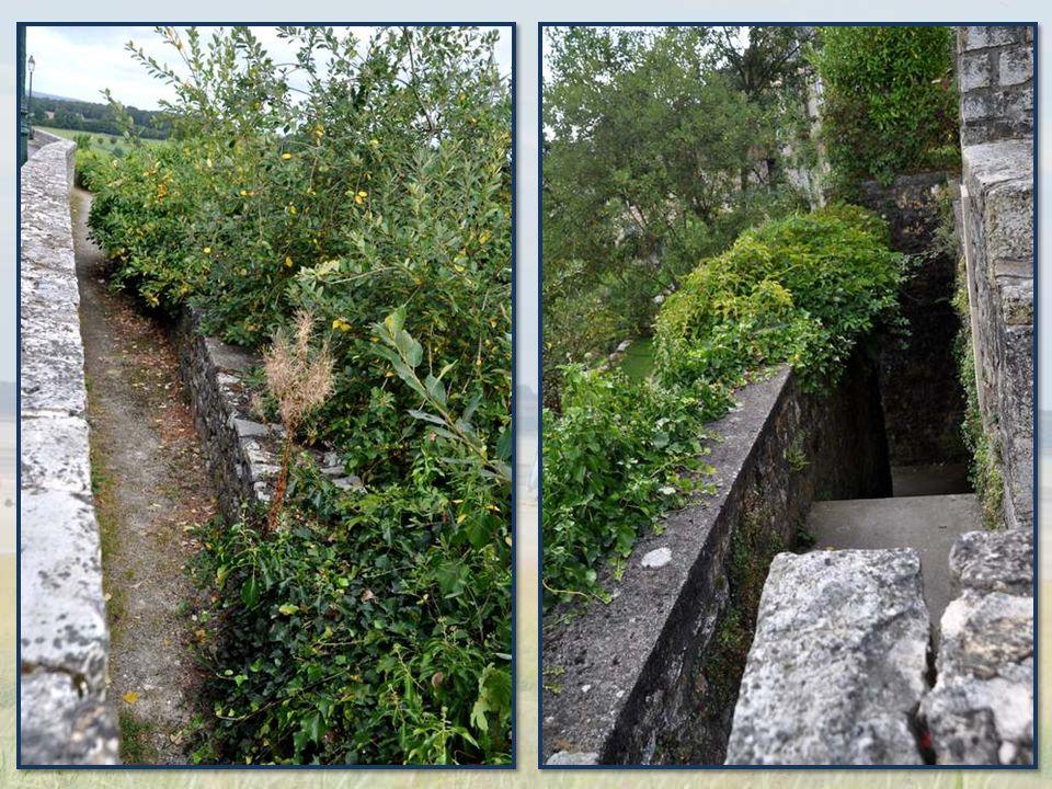 Les ruines du château courent sur les hauteurs, nous racontant l'importance qu'avait ce dernier.