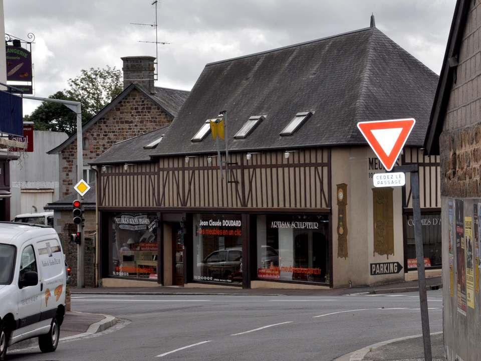 Nous traversons maintenant Le Teilleul. Le Teilleul est une commune située dans le département de la Manche et la région Basse- Normandie, peuplée de