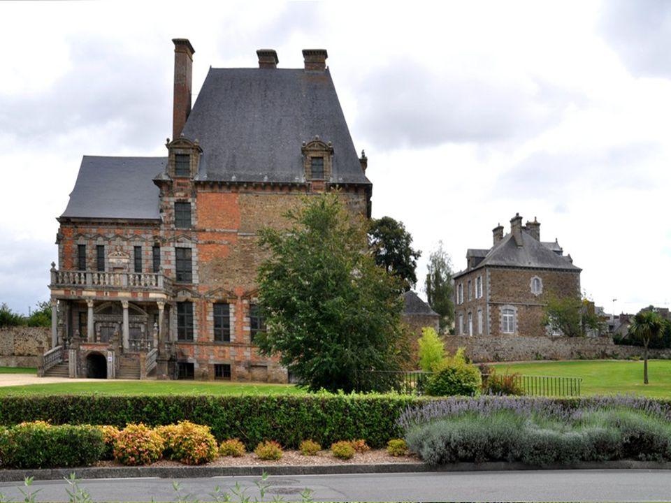 Sur la photo précédente, vous avez vu, si je puis dire, la belle église de Ducey en enfilade .