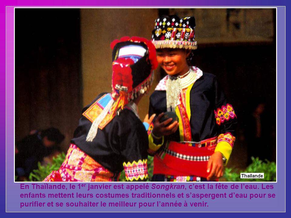 En Thaïlande, le 1 er janvier est appelé Songkran, cest la fête de leau.