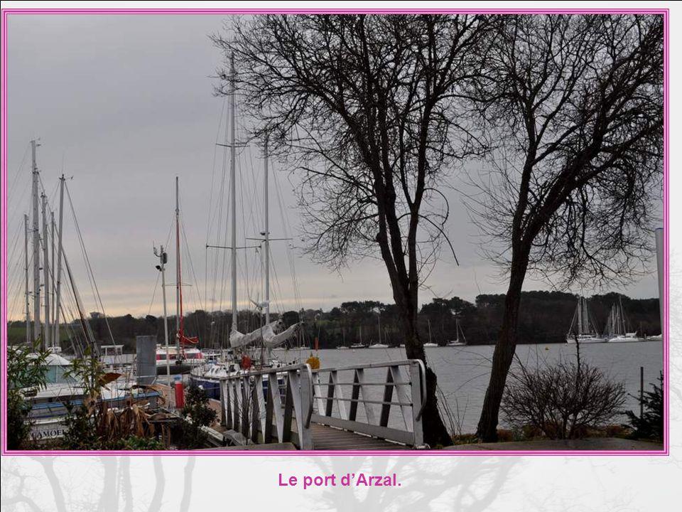 Arzal, à lembouchure de la Vilaine.