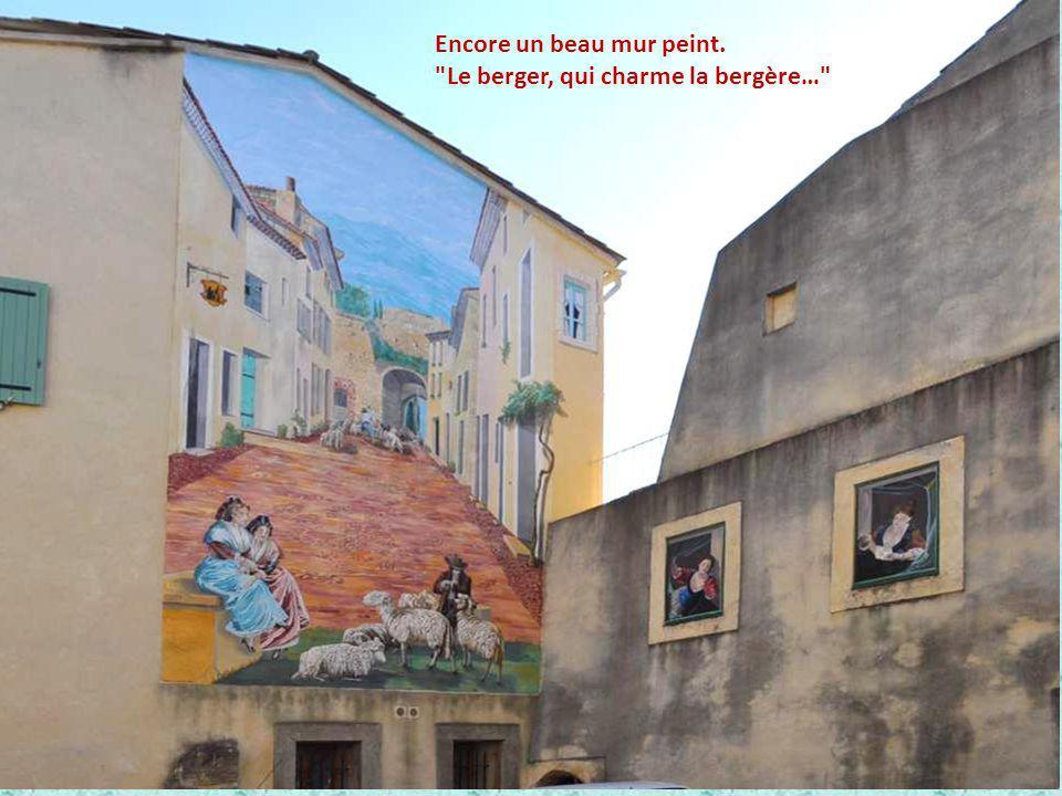 Cet amusant écriteau est toujours bien en place sur la Porte des Princes. Et cette maison en coin de rues m'a paru bien sympathique !