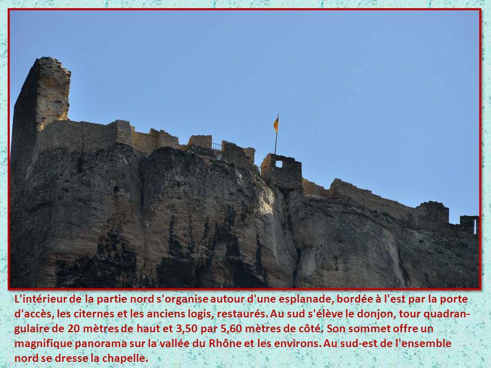 L'occupation du site de la forteresse remonte au moins à l'époque romaine. Les vestiges d'un oppidum ont été découverts au sud-est de la forteresse, d