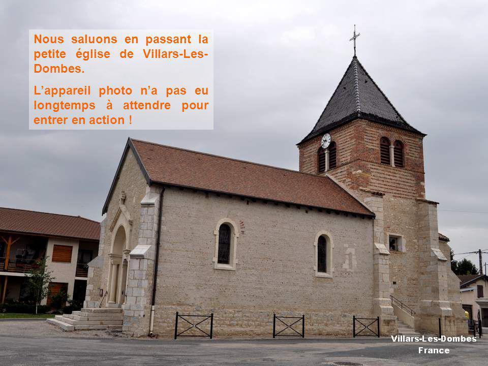 Nous saluons en passant la petite église de Villars-Les- Dombes.