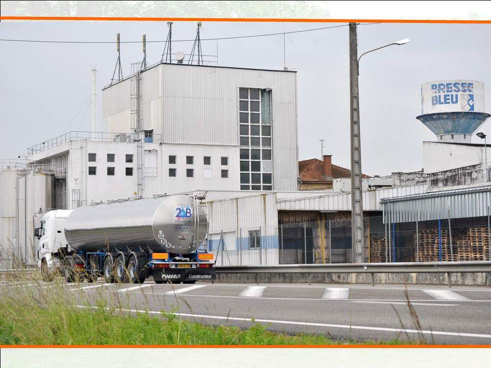 Nous passons à Servas, devant la fabrique du Bresse Bleu.