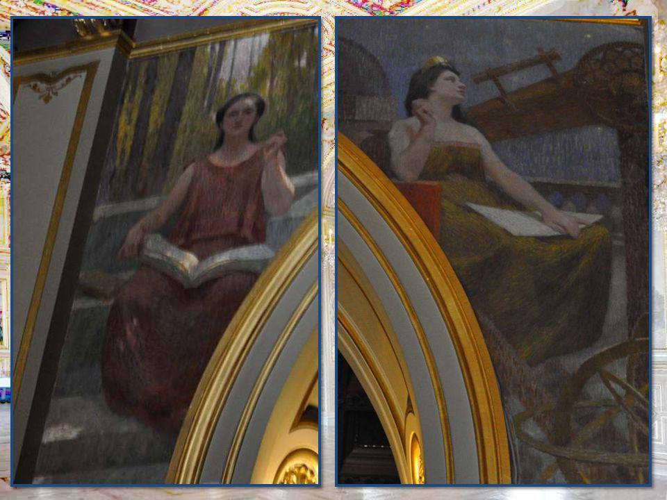 Le lustre, le plafond à caissons, les peintures allégoriques, tout est à admirer.