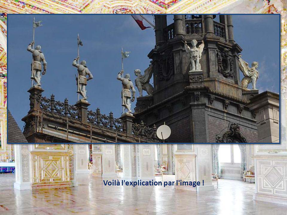 Cest un des plus beaux palais de la ville, si ce nest le plus beau ! Le monument culmine à 50 m de hauteur, avec son campanile. Le voici, tel qu'on pe