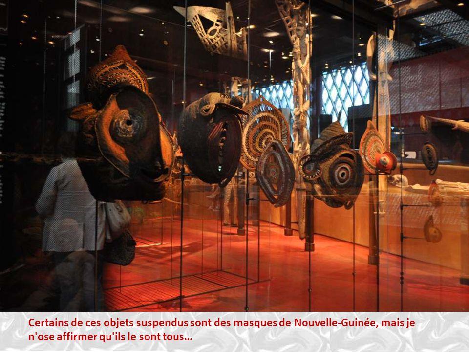 SCULTURE OMU, population Asmat de l'Ouest, Indonésie, Papouasie Occidentale. Sculpture OMU. 'bois, pigments naturels. L'omu représente un esprit mouva