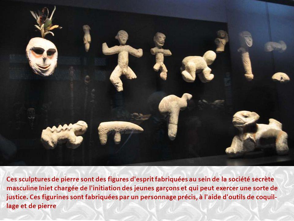 RELIQUAIRE EN FORME DE CROCODILE Destiné à recouvrir des objets sacrés (pierres ?), ce