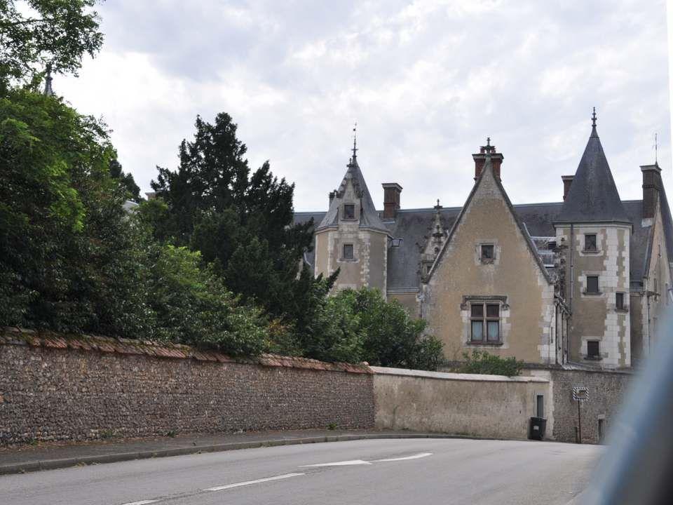 Un peu plus loin, Beaumont les Autels et so n château : Ce château fut tout d abord une simple tour féodale.