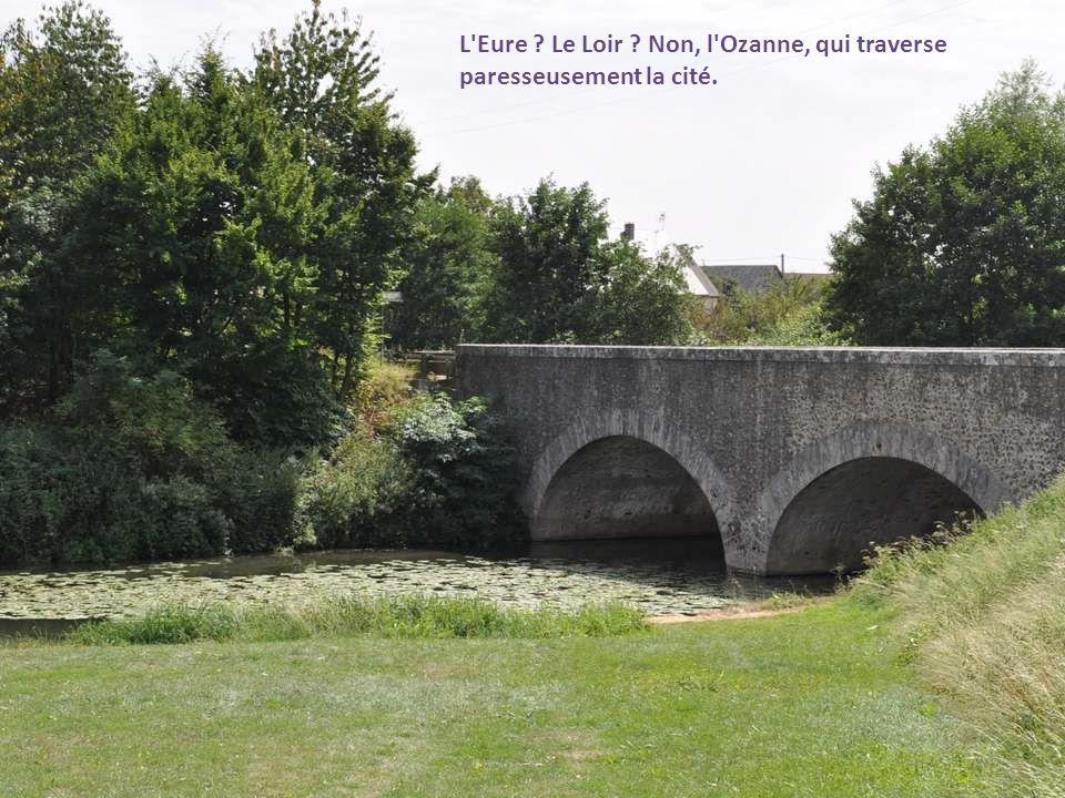 En cette belle journée de fin août, nous quittons Châteaudun, continuant notre route vers le Finistère.