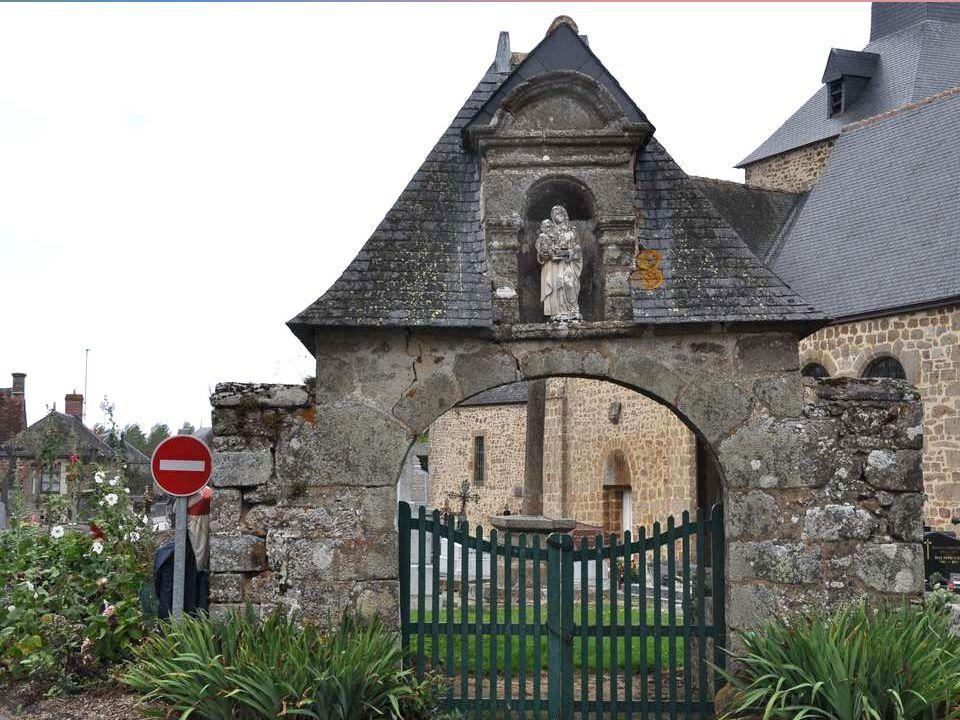 Vue arrière de l'église, avec une precession Imprévue !