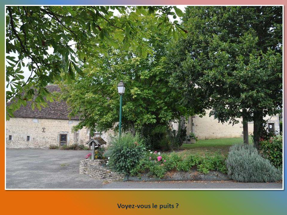 Tiens ? Une incursion en Île-Et-Vilaine ! Nous passons à Pacé. Léglise paroissiale Saint- Melaine est inscrite aux Monuments Histo- riques depuis 20 s