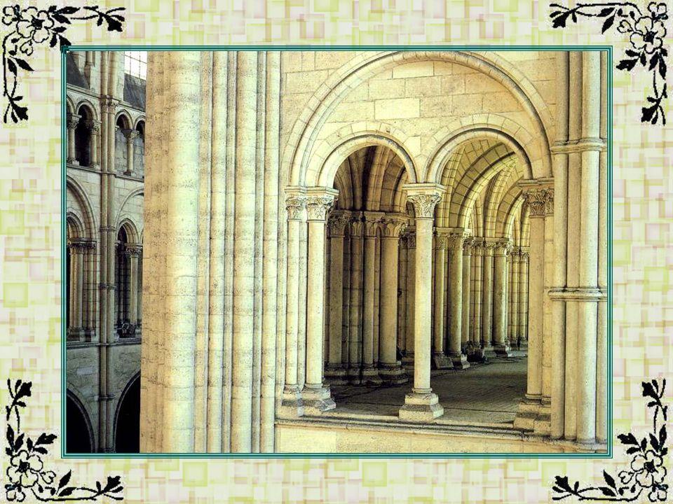 La cathédrale Saint-Pierre (Vienne - 86) Cette cathédrale se trouve dans la belle ville de Poitiers.