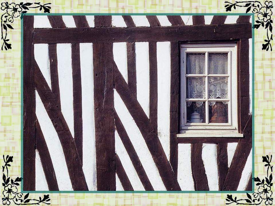 Tuiles vernissées (Côte-dOr - 21) Au XIVe siècle, les ducs de Bourgogne, sinspirant du style flamand, ont lancé la mode des tuiles vernissées qui sont la parure des toits de plusieurs châteaux bourguignons.