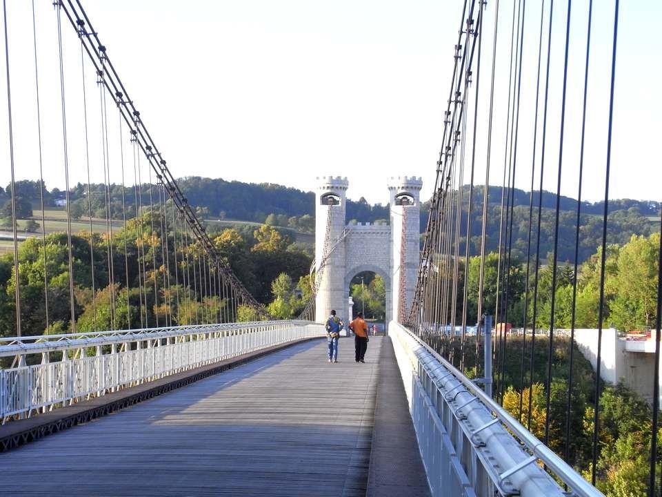 Tableau très connu du paysage haut savoyard, le Pont de la Caille ou Pont Charles-Albert est un pont qui enjambe les Usses pour permettre la liaison entre Cruseilles et Allonzier la Caille, mais aussi entre Genève et Annecy.