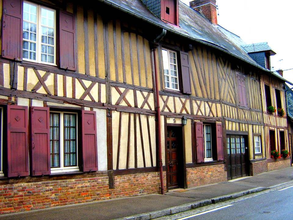 Un lundi sur le coup de 13 heures. Nous montions vers Saint-Omer, et il fallait songer à déjeuner.