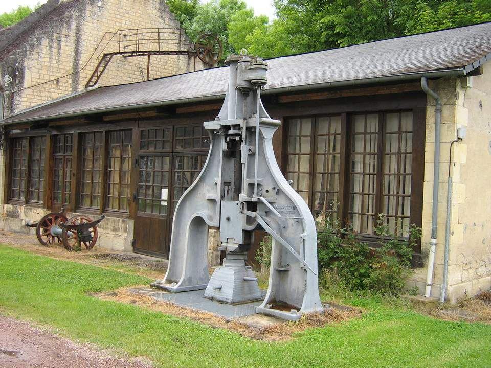 Près de Nevers, à Guérigny, se trouve un endroit curieux, empreint à la fois de force et de nostalgie : les anciennes forges.