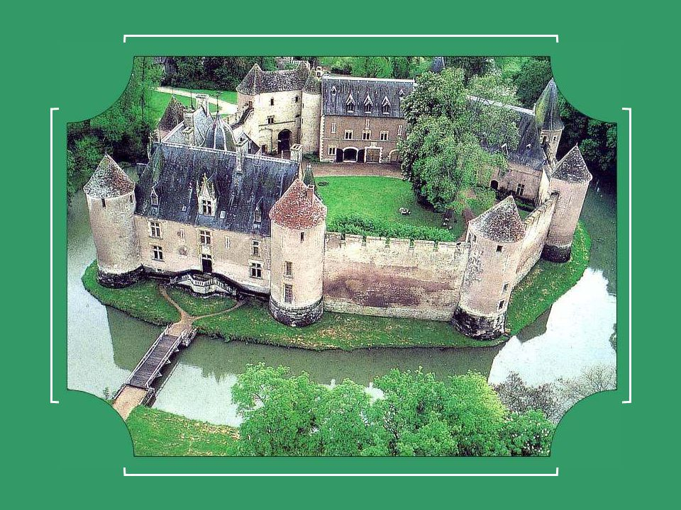 Calais (Pas-de-Calais) ville fortifiée du X II °siècle, fut assiégée par Édouard III dAngleterre.