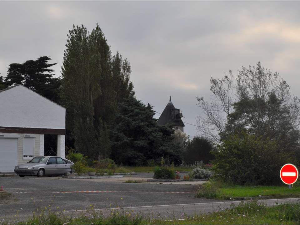 Voici léglise de La Guérinière, et son curieux clocher. Le vent qui souffle en permanence sur lîle ne favorise pas les constructions élevées ! Par con