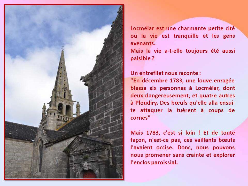 L'église de LocméLar, dans la pointe du Finistère, en Bretagne, bien sûr..