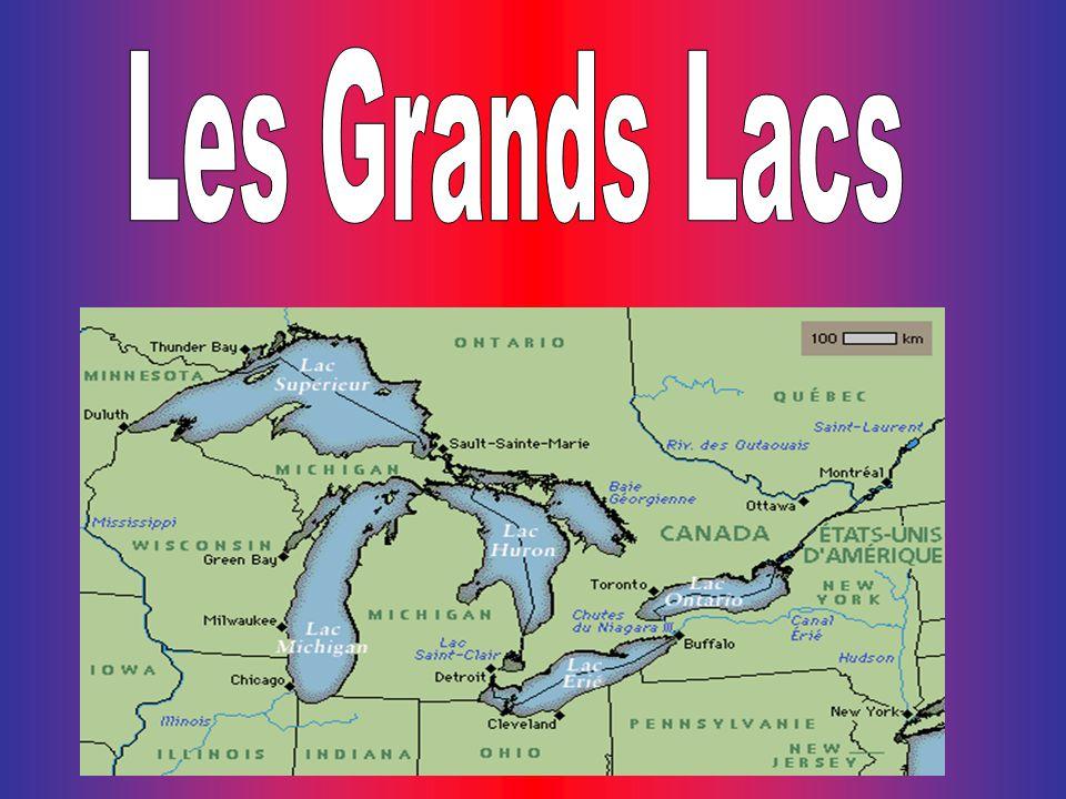 Les Grands Lacs, une vaste étendue deau douce, ont été créés il y a plus de 10 000 ans lorsque les glaciers creusèrent des vallées et les remplirent deau.