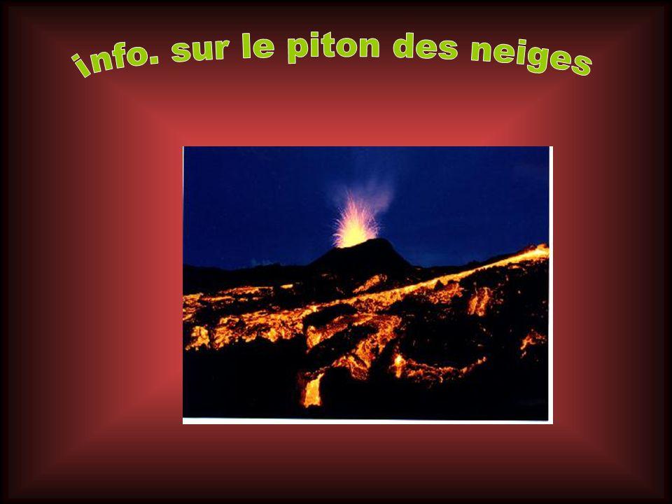 Le Piton des Neiges Ce volcan-bouclier érodé constitue les deux tiers nord-ouest de lîle de la Réunion. Dun diamètre à la base denviron 50 km il culmi