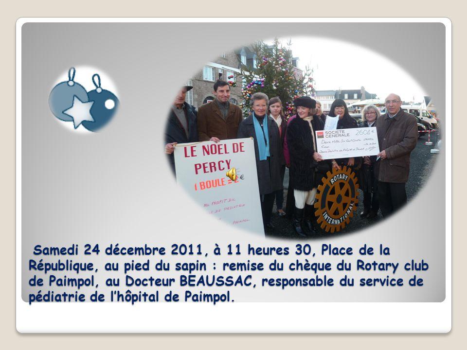 Samedi 24 décembre 2011, à 11 heures 30, Place de la République, au pied du sapin : remise du chèque du Rotary club de Paimpol, au Docteur BEAUSSAC, responsable du service de pédiatrie de lhôpital de Paimpol.