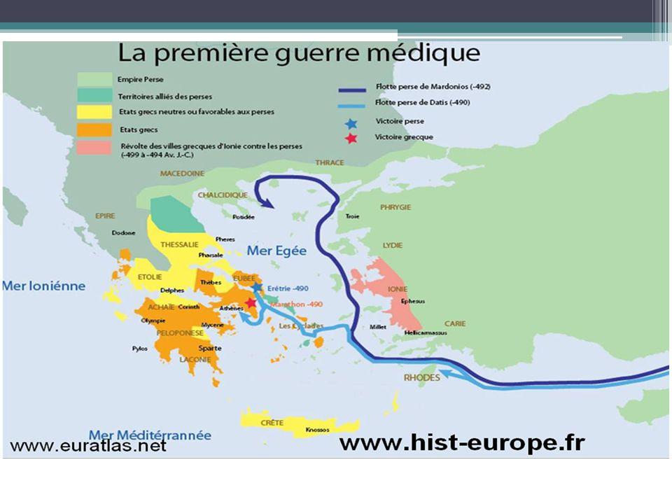 Face à de lourdes pertes et une nouvelle tactique militaire des Grecs (bataille en ordre rangé); les Perses réembarquent et décident dattaquer Athènes par la mer.
