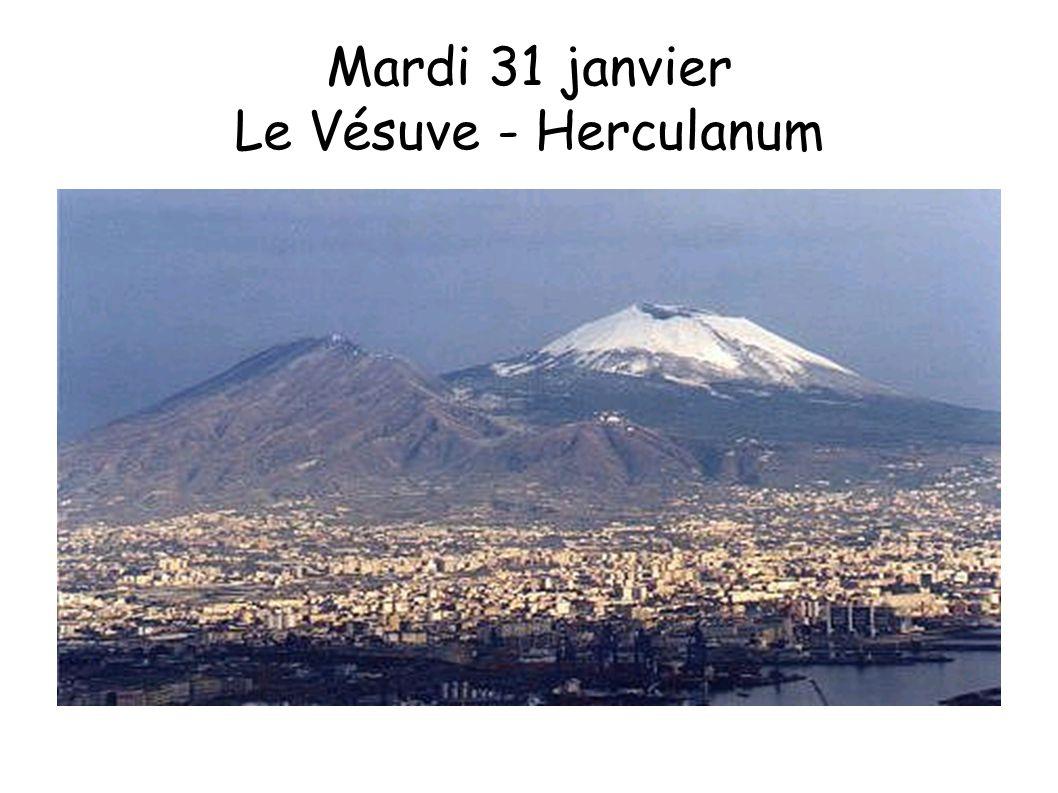 Le Vésuve volcan actif, se présente sous la forme d un cône tronqué.