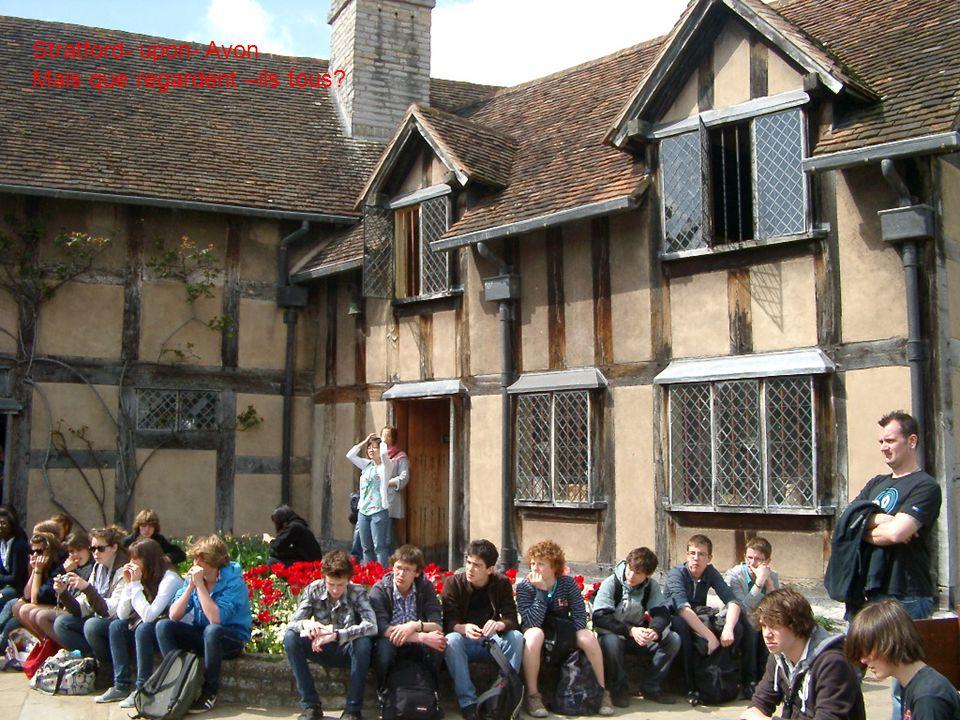 Stratford- upon- Avon Mais que regardent –ils tous?