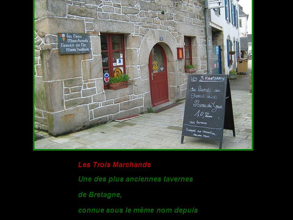 L es Trois Marchands Une des plus anciennes tavernes de Bretagne, connue sous le même nom depuis 1648.