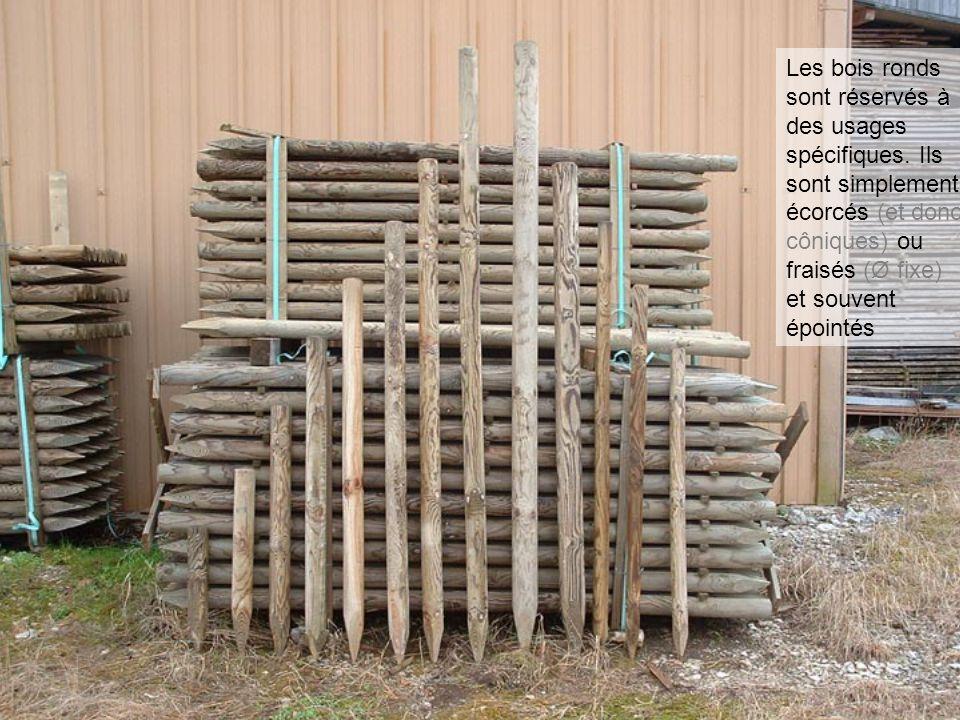 Rondins épointés - piquets Les bois ronds sont réservés à des usages spécifiques. Ils sont simplement écorcés (et donc côniques) ou fraisés (Ø fixe) e