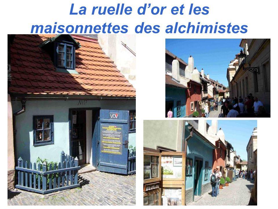 La ruelle dor et les maisonnettes des alchimistes