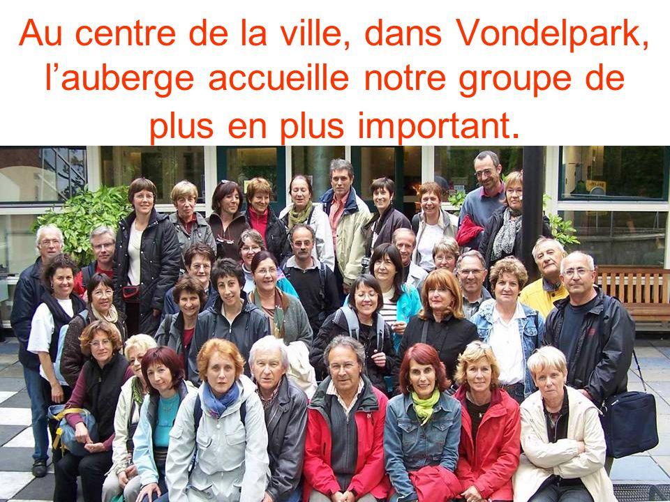 Au centre de la ville, dans Vondelpark, lauberge accueille notre groupe de plus en plus important.