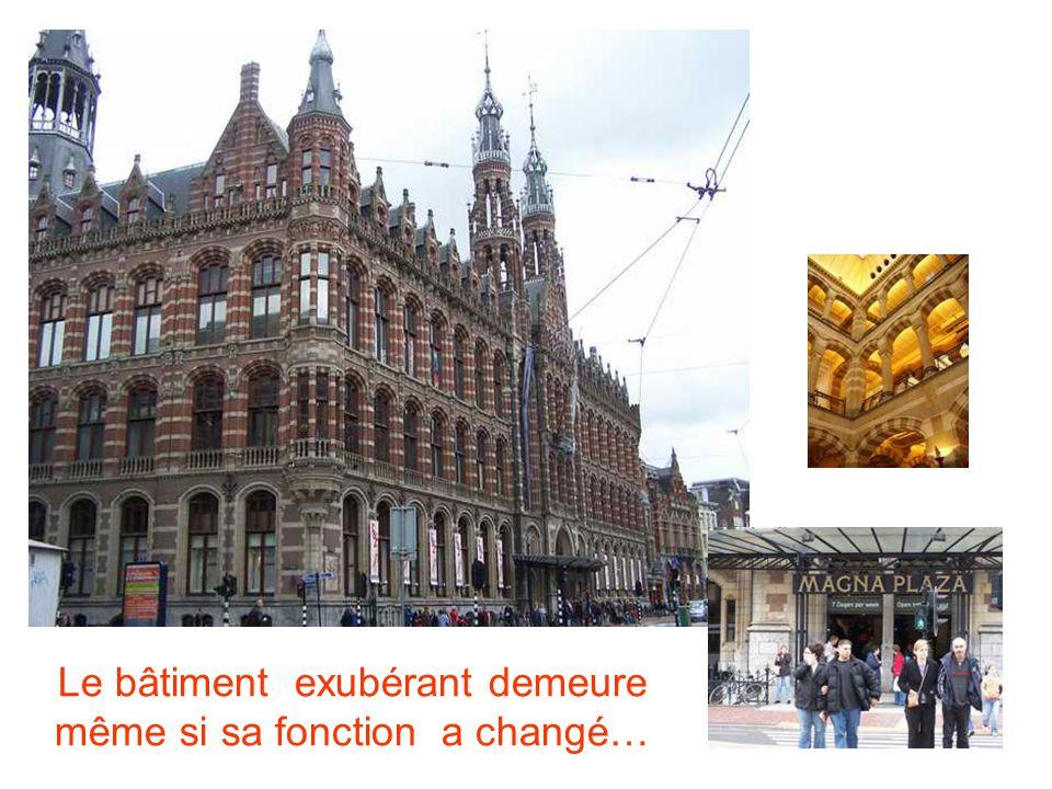 Le bâtiment exubérant demeure même si sa fonction a changé…
