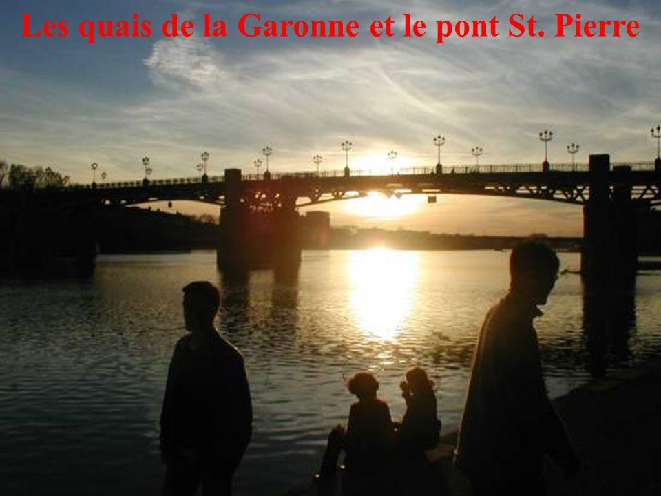 25 Les quais de la Garonne et le pont St. Pierre