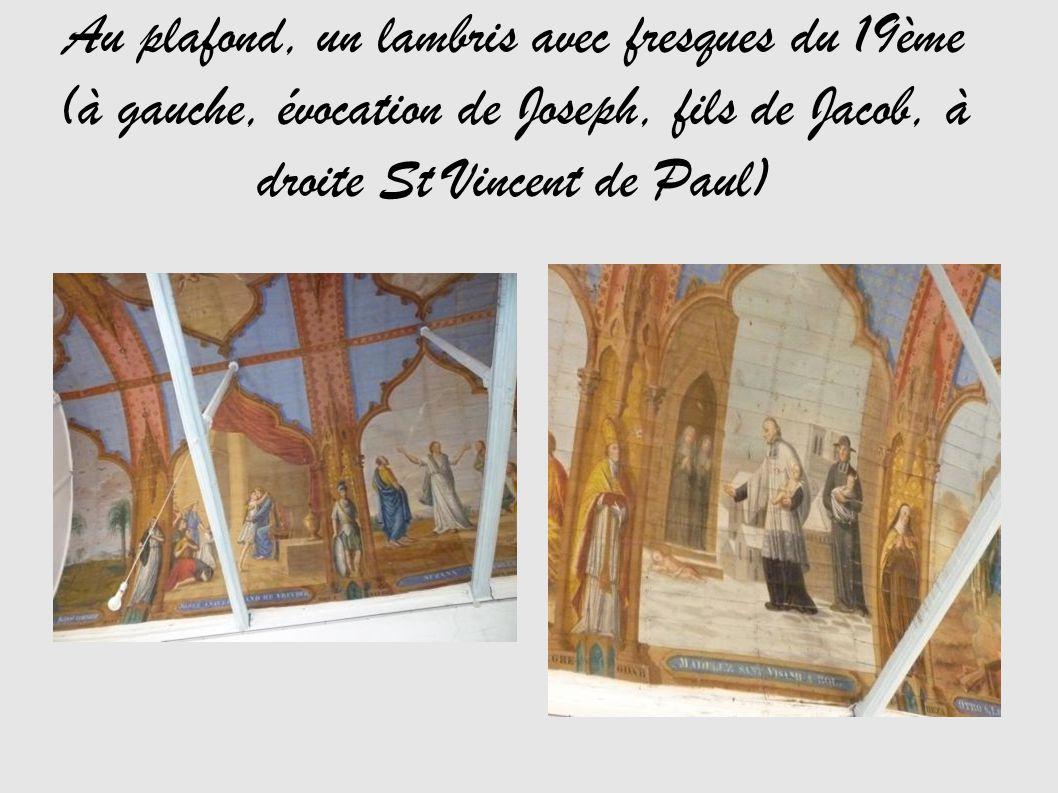 Au plafond, un lambris avec fresques du 19ème (à gauche, évocation de Joseph, fils de Jacob, à droite St Vincent de Paul)