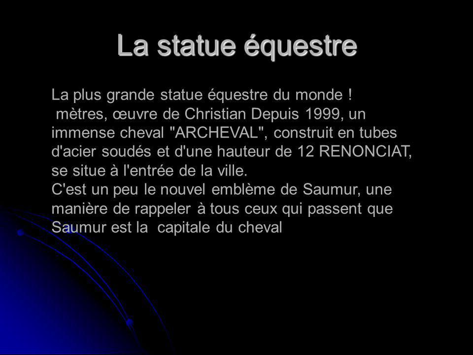 La statue équestre La plus grande statue équestre du monde ! mètres, œuvre de Christian Depuis 1999, un immense cheval
