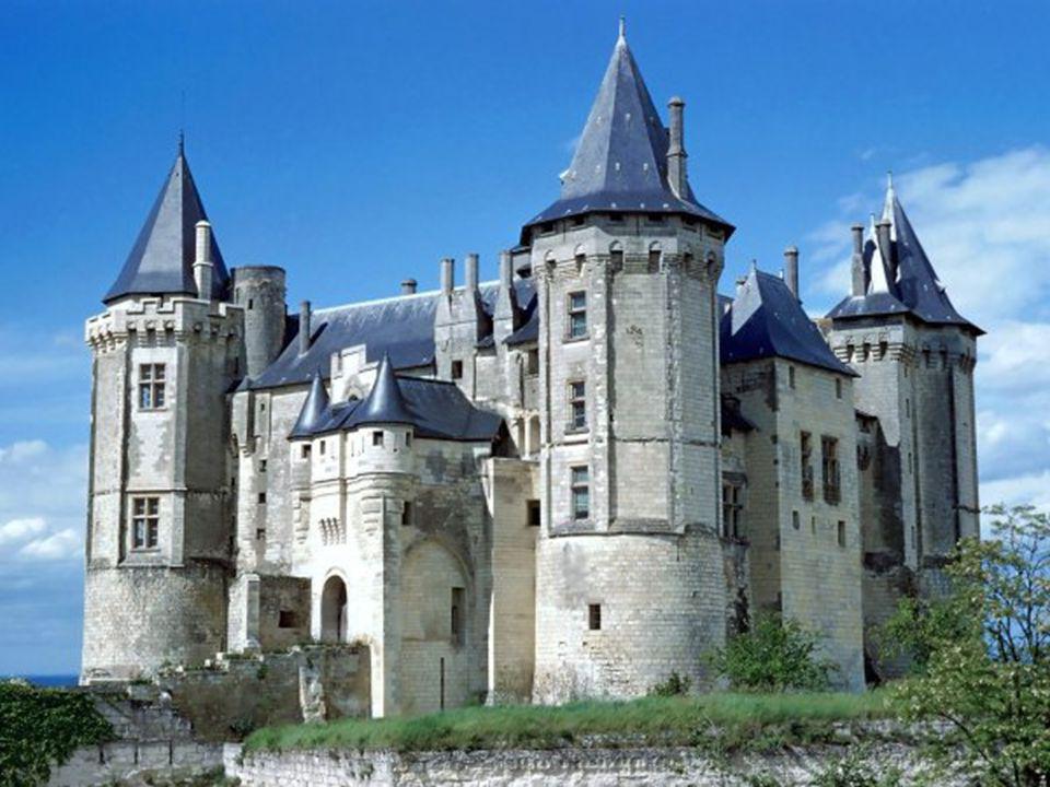Histoire Ecuyer du Cadre Noir & Château de Saumur - cliché A.Laurioux Château-palais des Ducs dAnjou aux XIVe et XVe siècles, le Château de Saumur, dans lequel a résidé le Roi René, est le dernier exemple des palais princiers érigés par la dynastie des Valois.