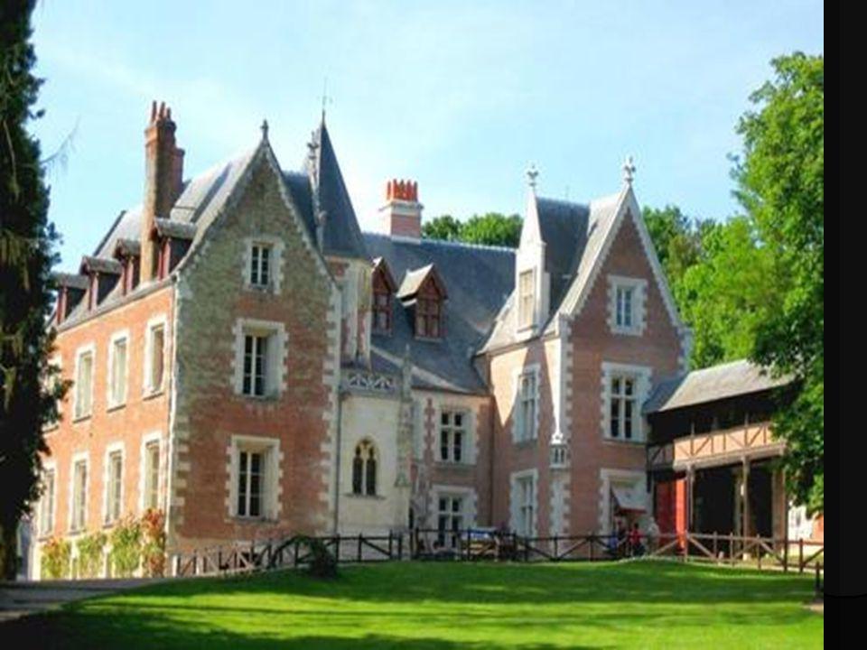 Situation Géographique Le Clos Lucé est situé au cœur de la ville dAmboise, à 500 mètres du Château Royal.